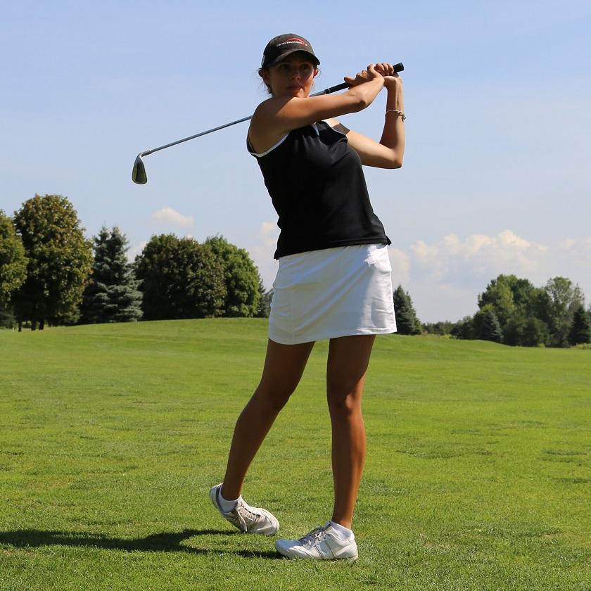 female golfer tees off at Bathurst Glen