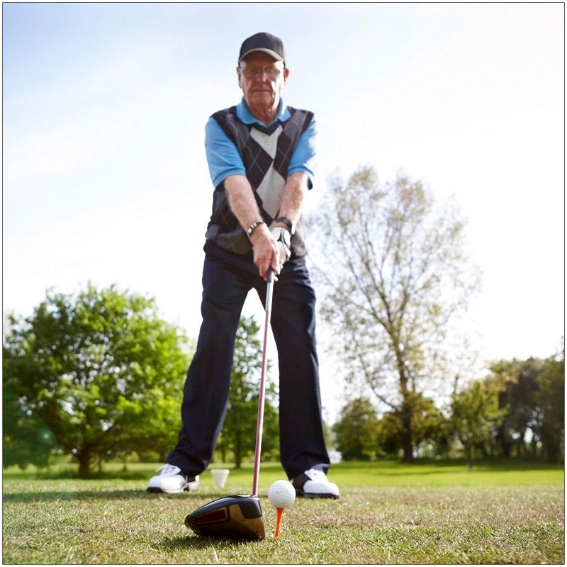 golfer tees off at Bathurst Glen
